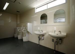 8.男子トイレ